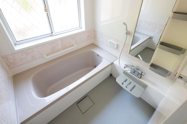 お風呂のつまりを解消する方法は?排水口の流れを良くするために